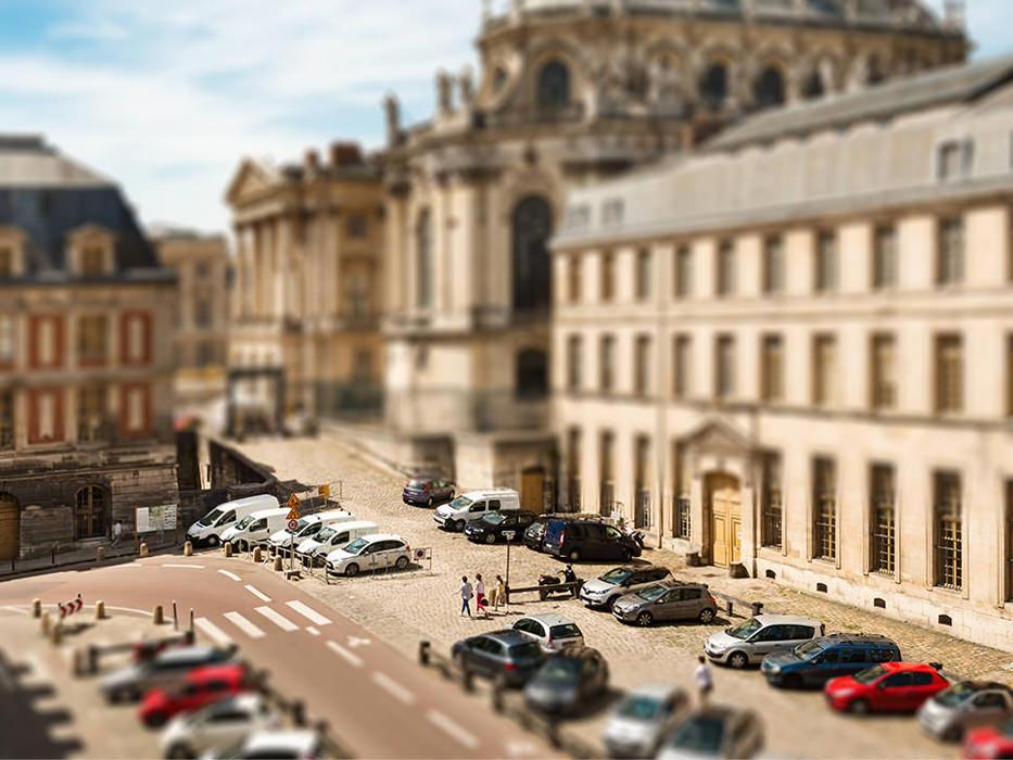 Effet miniature ou maquette, renforcé avec un point de vue en plongée, une focale plus longue et un contraste et saturation accentués