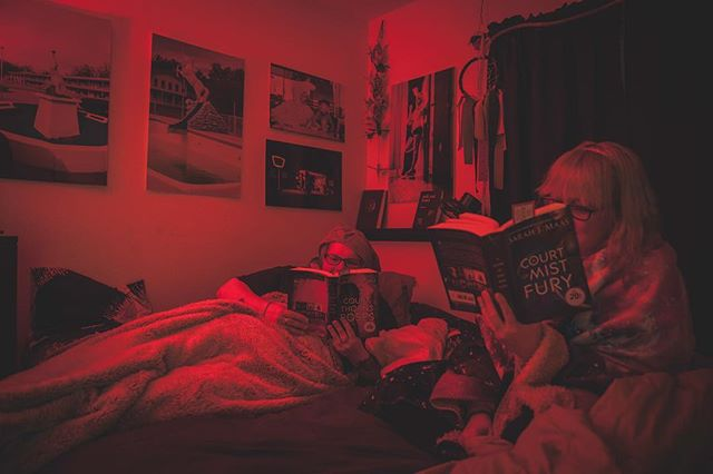 Day 74; Book club in the sultry bedroom.  This book series is frustrating.  #day74 #thewholesituation #2018 #365 #365photochallenge #tattoos #tattooedladies #stl #stlouis #stlouisphotographers #selfie #butfirstletustakeaselfie #weirdos #roomies #sisterfromanothermister #twopeasinapod #canon5dmarkii #arewetwins #bananatwins  #bookclub #acourtofthornsandroses #sarahjmaas #acourtofmistandfury #raw #weallnatural #wethairdontcare