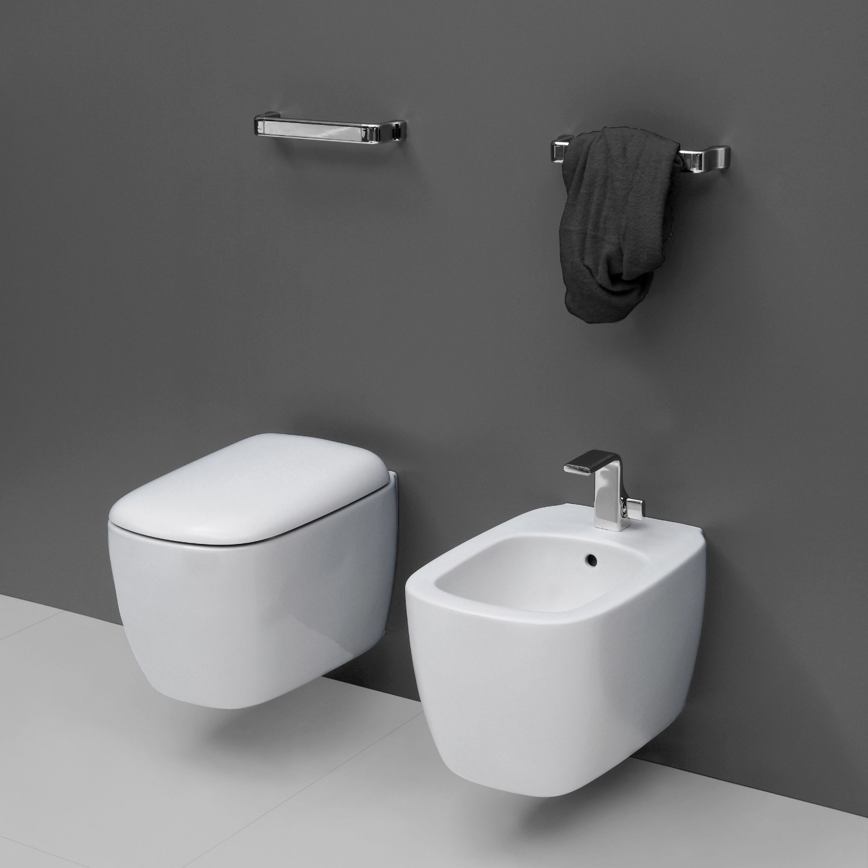 Lekkert vegghengt toalett med skjult festesystem.