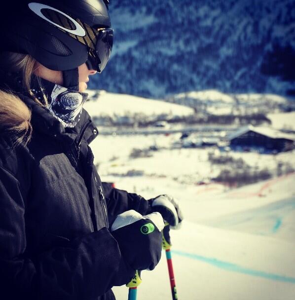 PT in eGlove Ski.jpg