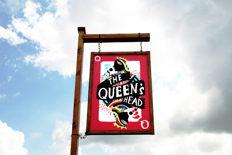 Glasto-Queens-Head-Bar-29_800.jpg
