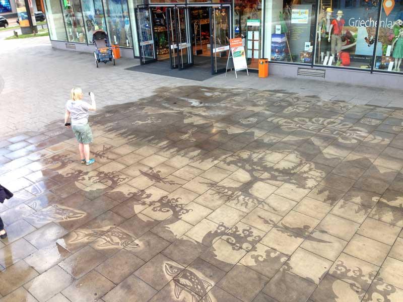KEEN-sidewalk-reverse-graffiti-cleaned-mural-Hamburg.JPG