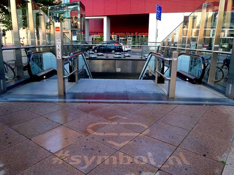 LG-uses-reverse-graffiti-cleaned-advertising-sidewalk.JPG