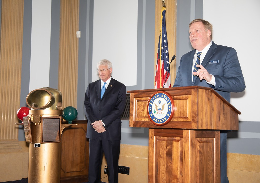 Navy League National Capital President and CoAspire CEO Doug Denneny presents the Congressoinal Sea Services Award to Senator Wicker on May 23, 2019