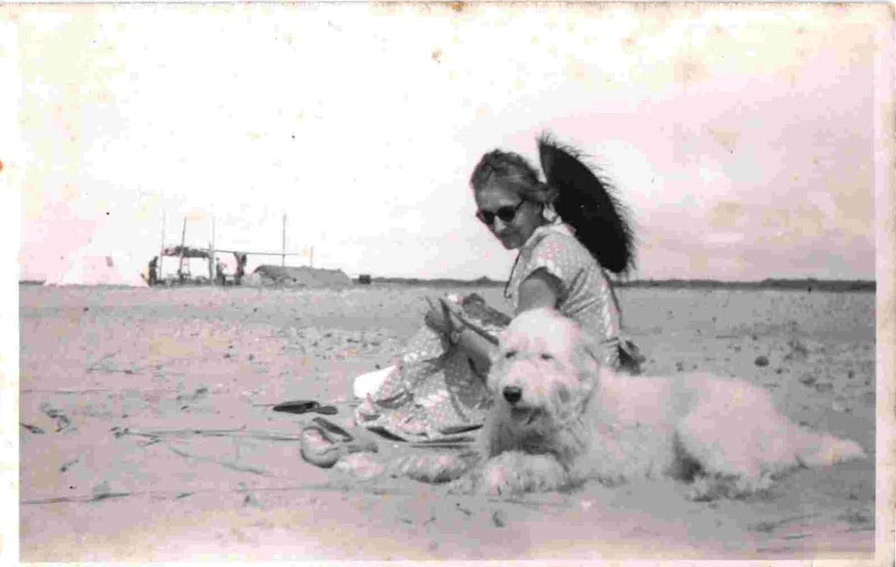 Lucia sulla spiaggia di Fregene,1952