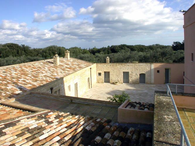 La-Casa-di-Ora-Fondazione-Le-Costantine-Camera-13c-apt-terrazza-foto corte_Prime_foto.jpg