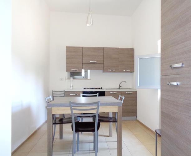 La-Casa-di-Ora-Fondazione-Le-Costantine-Camera-14c-cucina appartamento_Prime_foto_rad_curv_5contr_rid.jpg