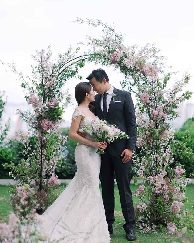 Although spring is almost over, but we are never bored of this cherry blossom inspired arch!⠀ ⠀ Photo: @nikkiloveu.photo⠀⠀ Workshop host: @jadapoonphotography⠀⠀ Floral Design: @terrainfloral⠀ Styling: @terrainstyles⠀ Wedding Gown: @trinitybridal⠀⠀ Makeup & Hair: @blushnbraid⠀⠀ Venue: @rosewoodhongkong ⠀