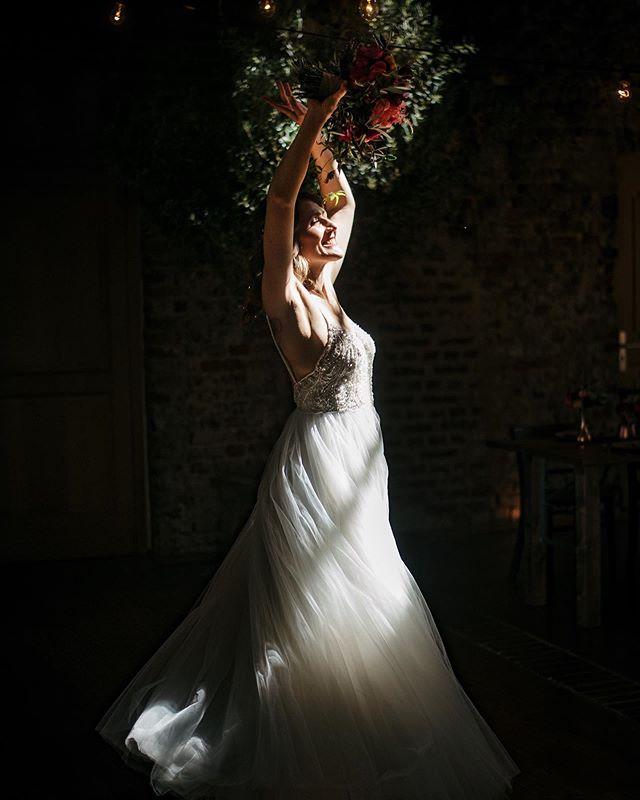 Zum 1. Mai möchte ich mit Euch dieses tolle Bild von einer traumhaft schönen Braut teilen.. Die Hochzeit war letzten Samstag auf dem Rittergut Orr und ein absoluter Traum. Neben einem glücklichen Paar und liebenswerten Gästen war die Location und die Feier perfekt geplant. Ich freue mich schon auf weitere Bilder davon.. #weddingphotography #lovemyjob #imauftragderliebe @whoiswedding @rittergutorr_location