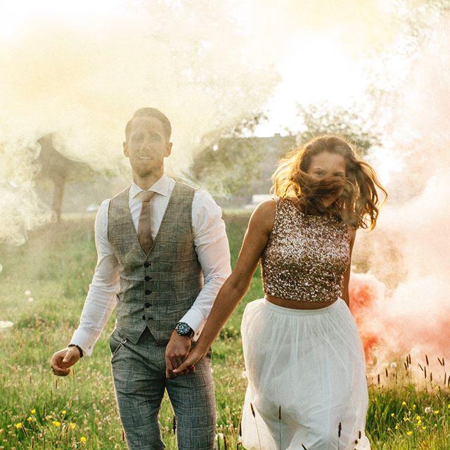 Heiraten am 1. Mai finde ich eine wunderbare Idee – vor allem, wenn das Wetter ein Träumchen ist und mein Brautpaar für jede verrückte Idee offen ist ❤️ Das war so wunderbar mit Euch! Alles Liebe zum Geburtstag – du schönste Braut des 1. Mai! 🎈 #happybirthday #springvibes #weddingtime