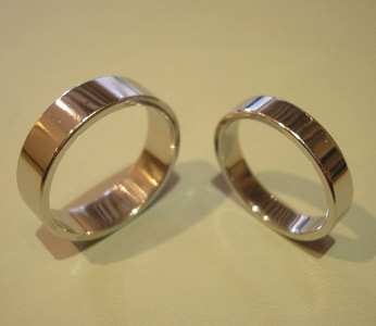 pair-white-gold-wedding-rings.jpg