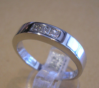 white-gold-diamond-wedding-ring.jpg
