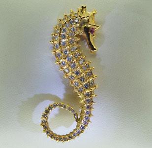 seahorse-brooch-diamond-yellow-gold.jpg