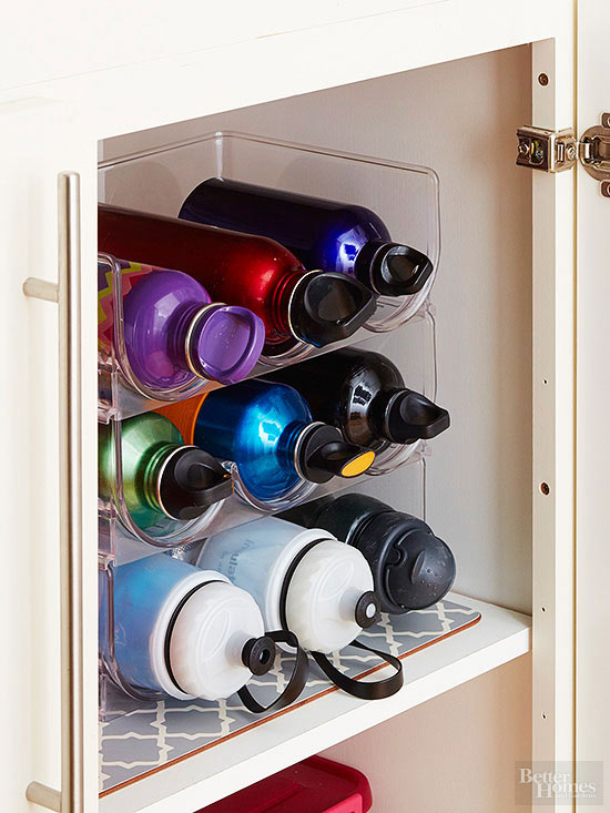 See more kitchen cabinet organization tricks here!