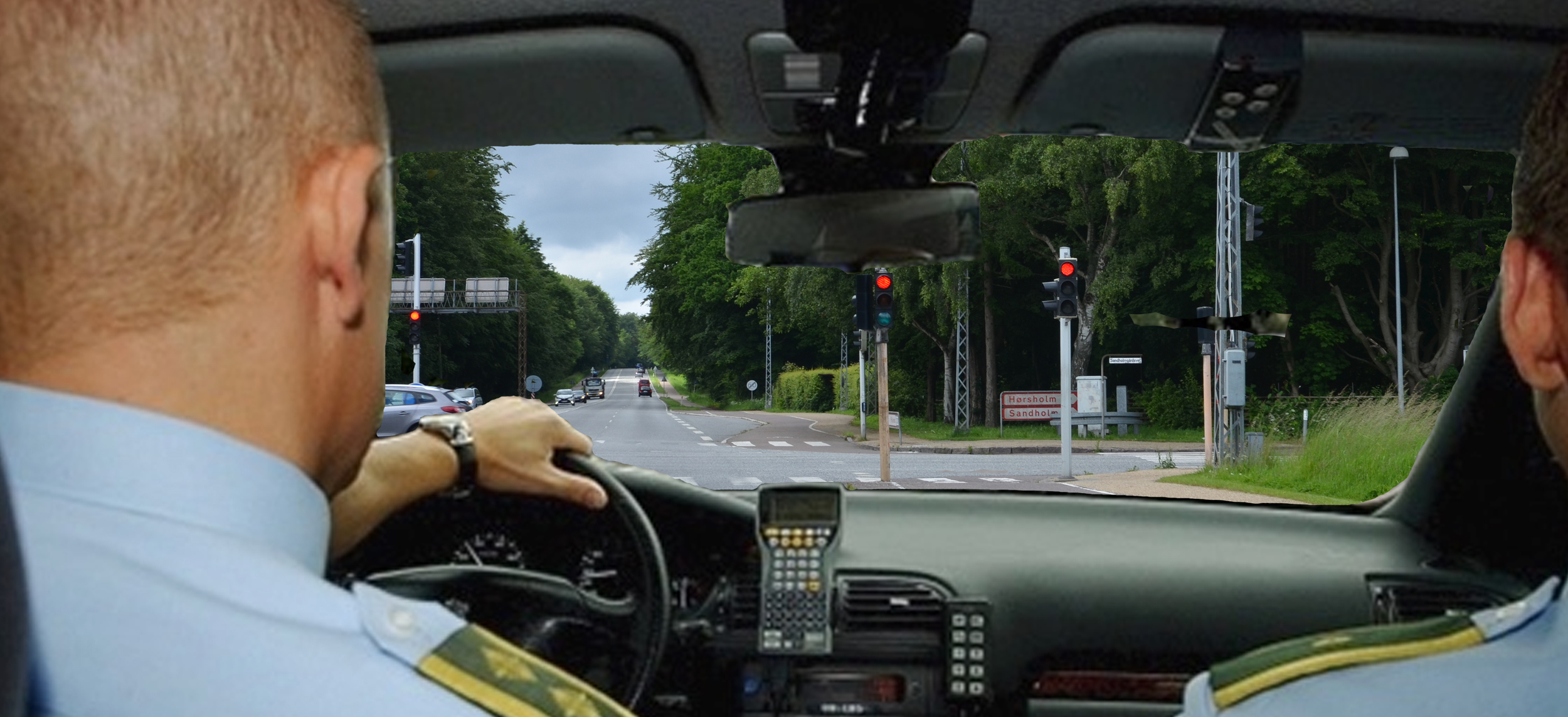 En ældremand kørte med sin trehjulet knallert ind i lyssignalet som står ved krydset Kon  gevejen/ Sandholmgårdsvej. Fotomanipulation: AOB