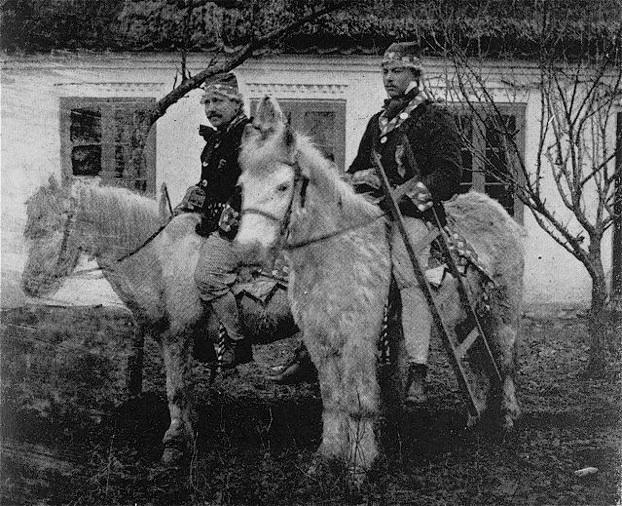 Glade Jensen og barberen rider fastelavn ved Carls Minde - ca. 1914