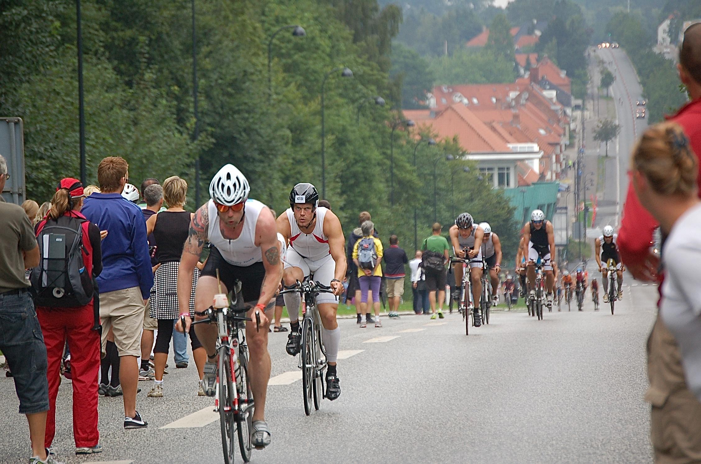 IRONMAN-cykelløbet afvikles bl.a. på Kongeven fra Kirkeltevej og mod syd til Lyngby. Arkivfoto fra Kongevejen ved Geels Bakke: AOB