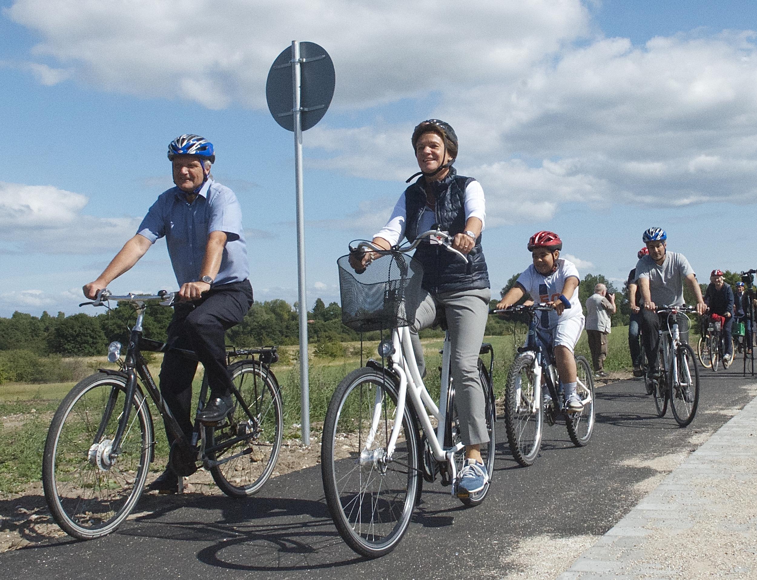Nu starter man på udførelsen af supercykelstien 'Allerødruten' i kommunen.Strækningen i vor kommune bliver cirka fem kilometer lang, og cykelruten løber ad Kongevejen, Sortemosevej, Banevang og Frederiksborgvej. Arkivfoto: AOB