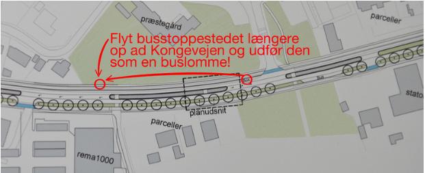 Som det fremgår af ovenstående udsnit af NIRAS'forslag, har man stadig fastholdt, at det busstoppested på nord/øst-siden af Kongevejen placeres tæt op ad Blovstrød Byvej, hvilket flere Blovstrød-borgere mener er en uansvarlig løsning. Det bør placeres umiddelbart ved den nye fodgængerovergang - ud for Østre Teglværksvej. Tekst: AOB