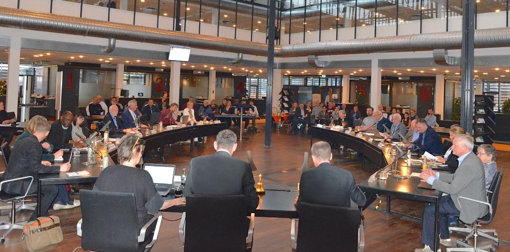 Byrådssalen var fyldt fyldt godt op i går aftes, da Ny Allerødgård IF-emnet blev behandlet. Foto: AOB