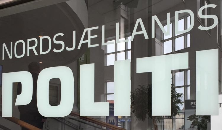 Nordsjællands Politi oplyser, at en mystisk sort VW Transporter ved 19:00-tiden i mandags kørte rundt i kvarteret omkring Blovstrød Allé. Arkivfoto: AOB