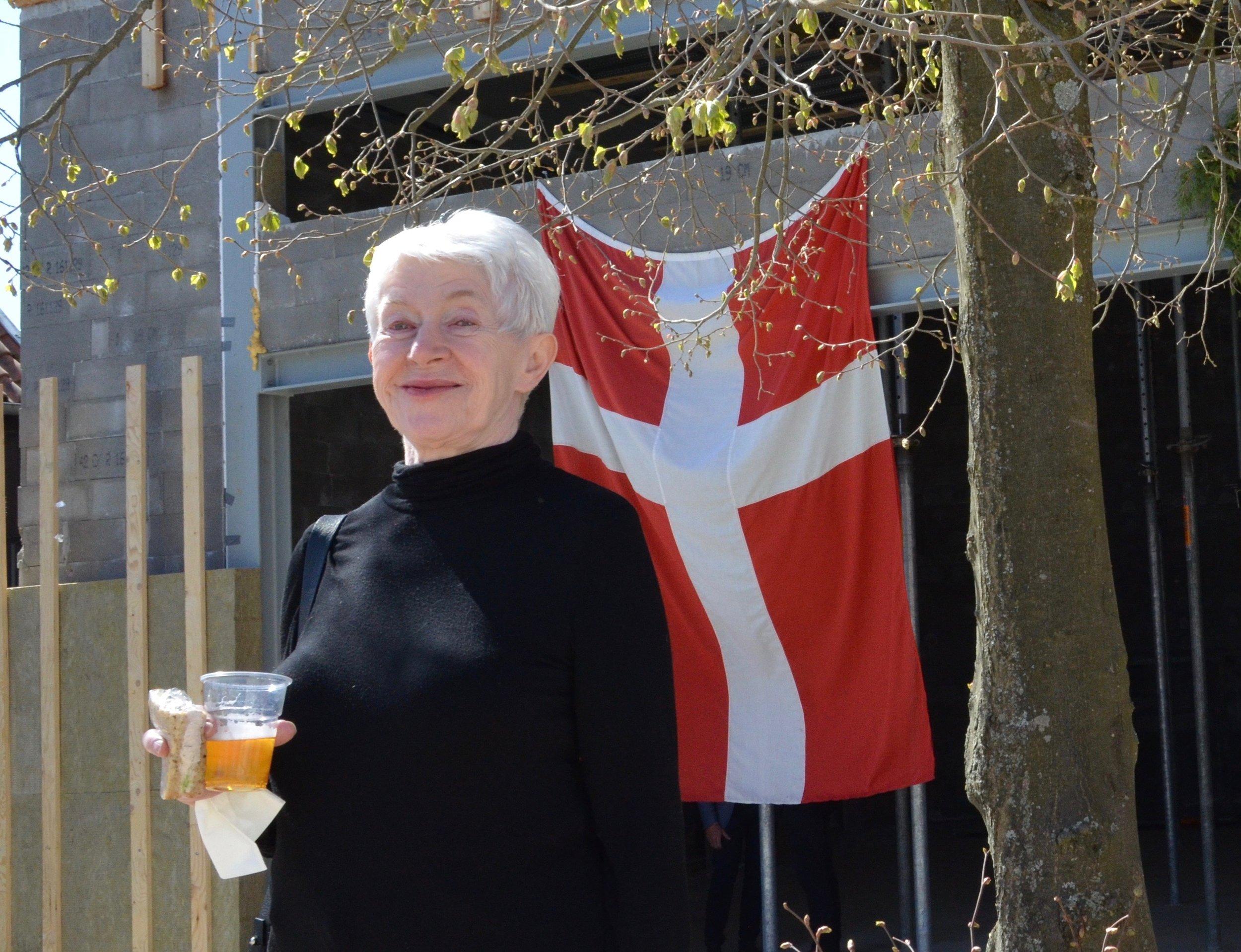 Blovstrød-borgeren Tonna Nielsen,som er årsag til at 'vores alles koncertsal'bliver en realitet,var også med til at fejre rejsegildet. Foto:AOB