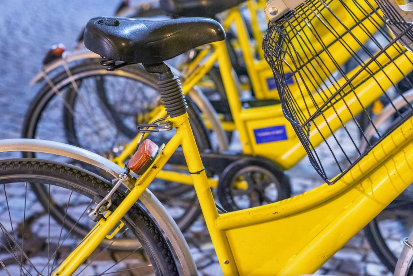 De gule cykler skal bruges som transportmiddel for folk bosiddende i centret for at komme frem og tilbage til Lillerød Bymidte. Temafoto