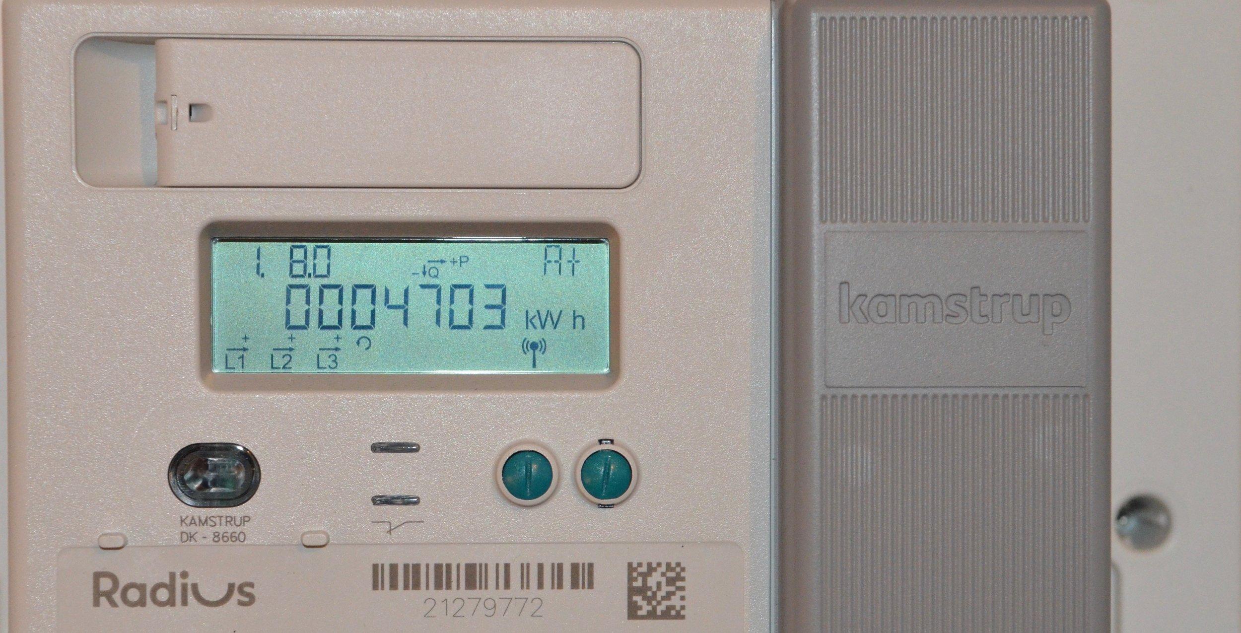 Har du en ny digital el-måler (og det har nu alle fået installeret her i Blovstrød), vil du få ændrede el-priser. Foto: AOB