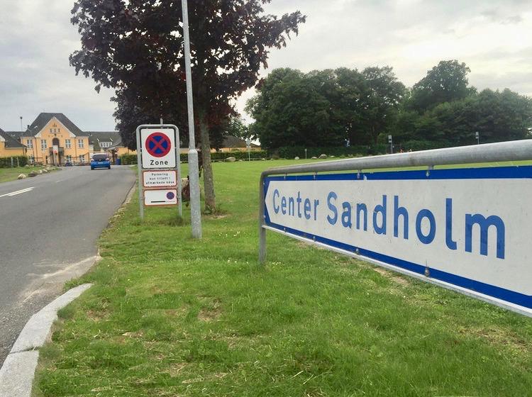Center Sandholm, hvor den udviste mand skulle melde sig hver dag klokken 10. Indgrebet er i orden, sagde Højesteret i fredags. Foto: AOB