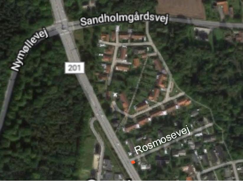 Den røde markering viser 'Rosmosefælden' ved Rosmosevej.