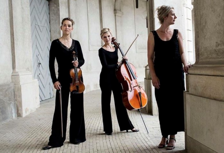 'Trio Kozue' består af violinisten Eva Kristine Vasarhelyi,Tanja Hesse, cello og   Kristine Thorup på klaver.