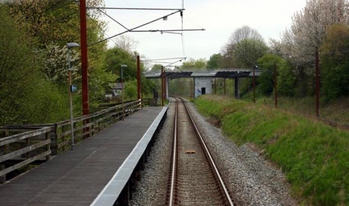 Et stort flertal gik ind for et forslag om at åbne muligheden for en opnormering af Høvelte Trinbræt til en egentlig station. Foto:Jernbanen.dk