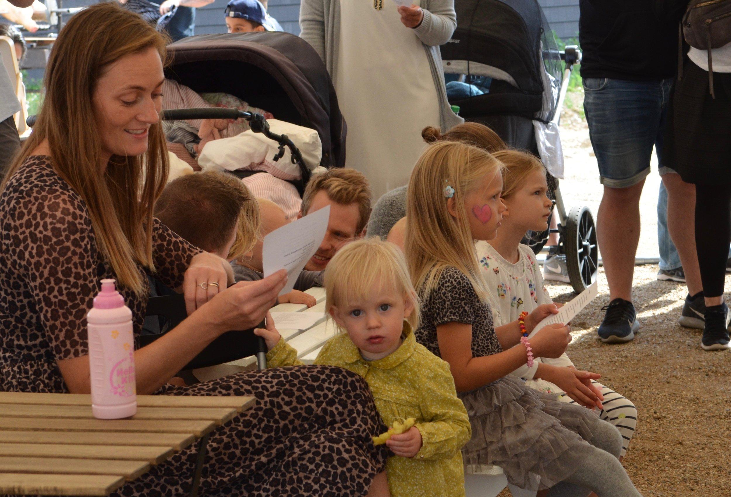 """Også børnene sang med på """"Marken er mejet"""". Foto: AOB"""