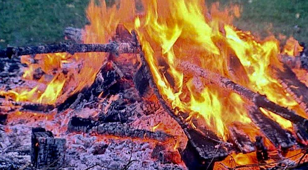 """""""Det er vigtigt, at man væbner sig med tålmodighed og følger det gældende forbud,""""påpeger Nordsjællands Brandvæsen."""