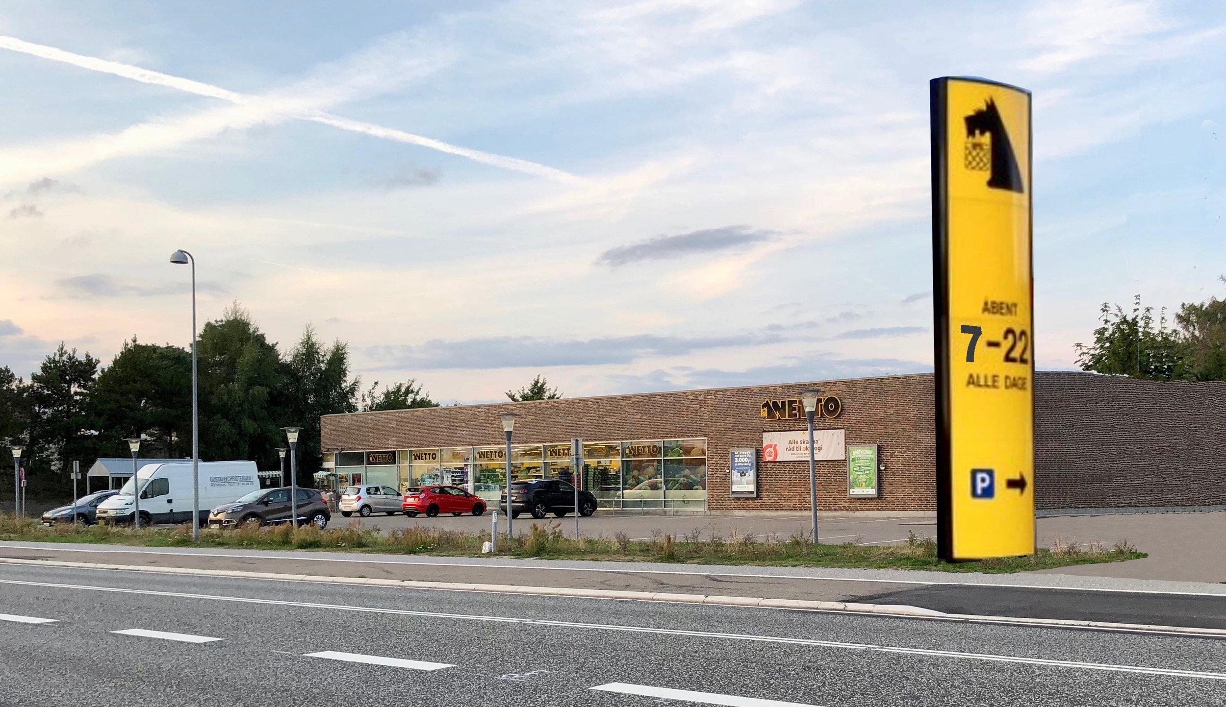 Ved den nye indkørsel direkte fra Kongevejen havde Netto håbet på at få lov til at opstille en 6 meter høj skiltepylon -men fik 'nej'. Manipuleret foto:AOB