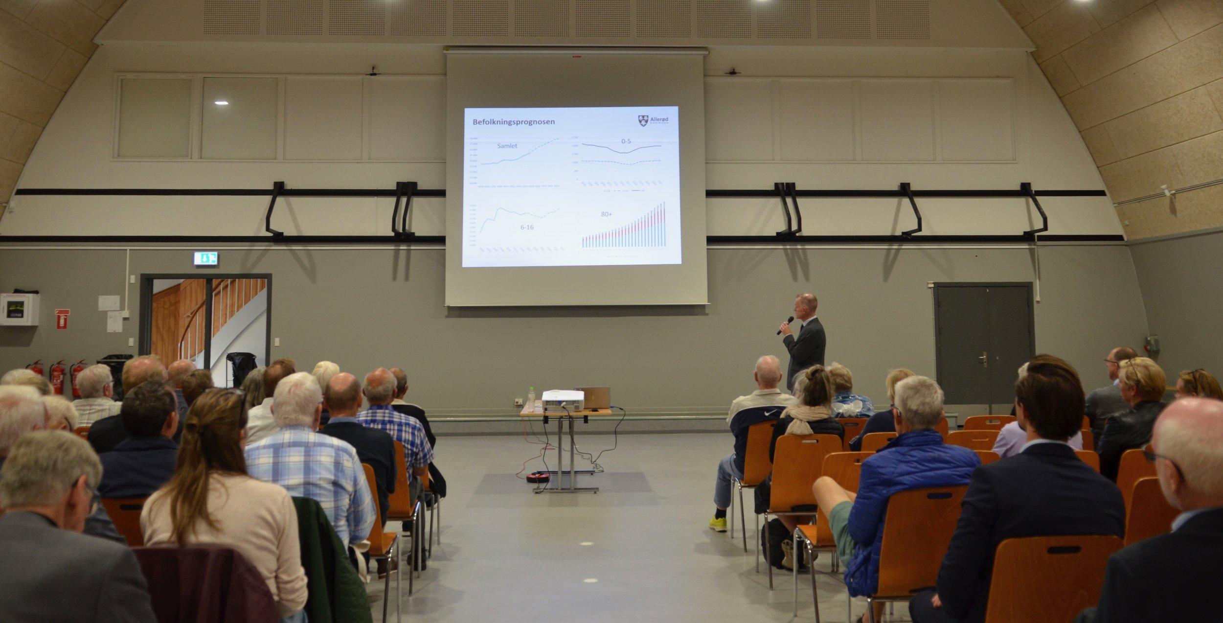 Kommunaldirektør Morten Knudsen fremlagde nogle af de større og generelle betragtninger. Foto: AOB