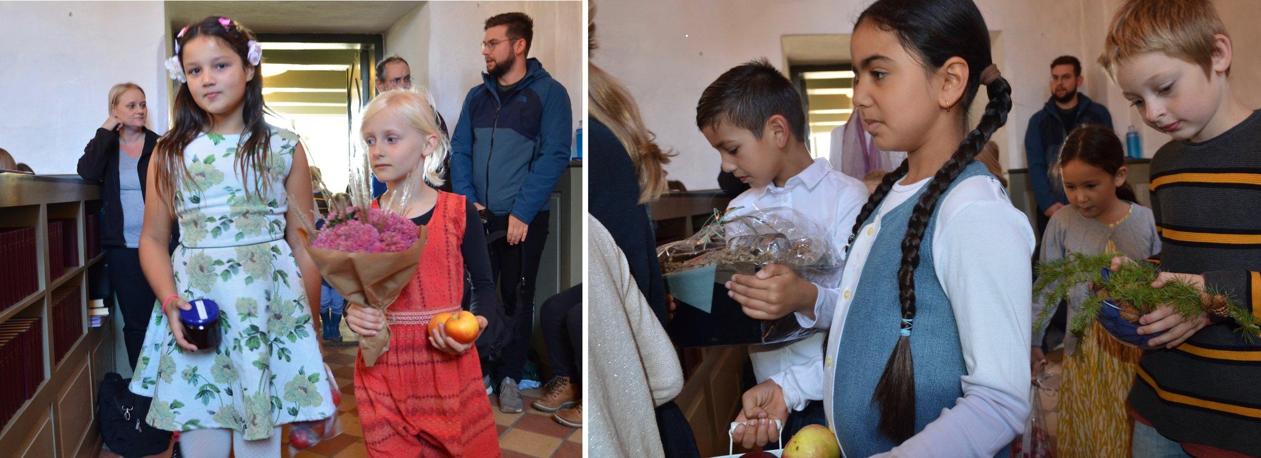 Traditionen tro bragte børnene fine høstgaver ind i kirken. Foto: AOB