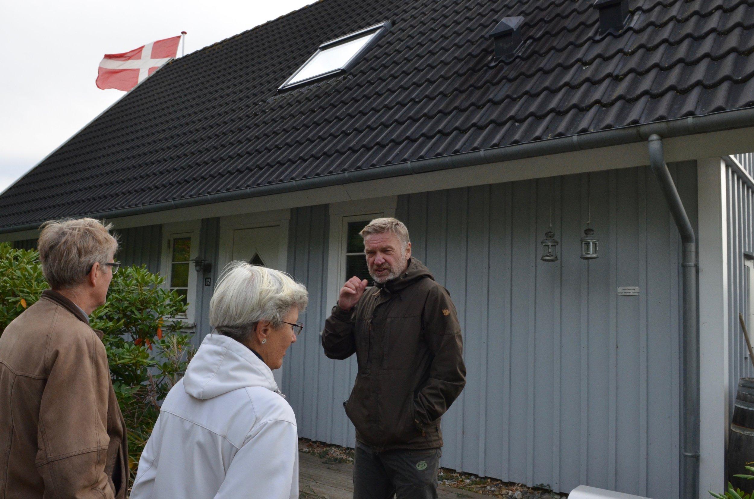 Jørgen Ekstrøm Jakobsen viste sit 0-energihus frem. Foto: AOB