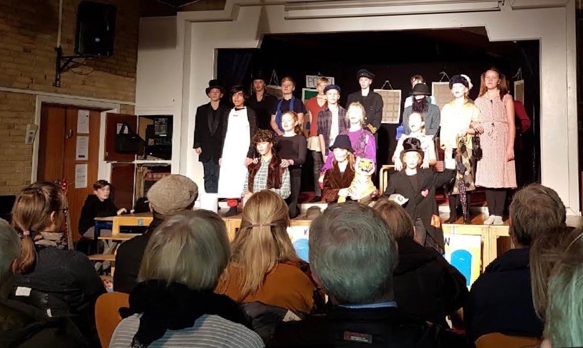 Eleverne havde helt styr på både kostumer, kulisser, musik, lyd, lys og skulespil. Foto:  Martin Wolffbrandt