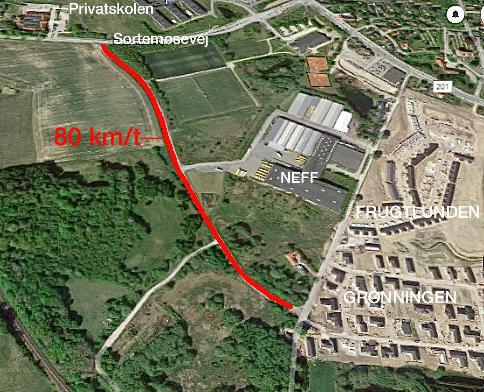 Fra Østre Teglværksvej og helt frem til Sortemosevej må man i følge skiltningen køre 80 km/t. Illustration: AOB