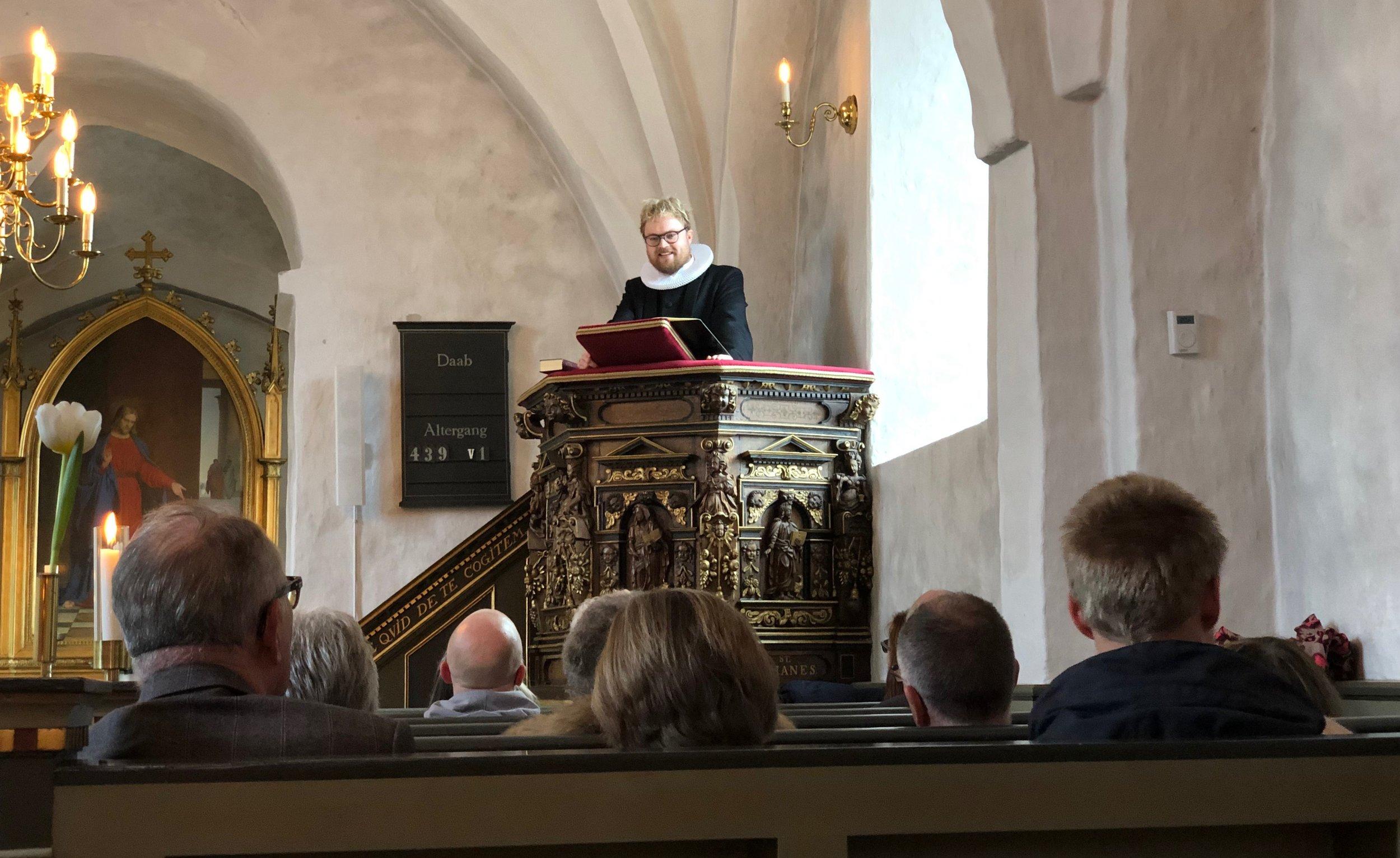 Efter indsættelsen holdt Mathias Harding sin første prædiken. Foto: AOB