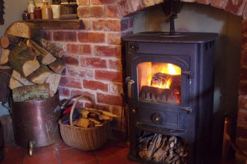 Hvis du ejer en gammel brændeovn, kan du stadig nå at få tilskud til at skrotte den.
