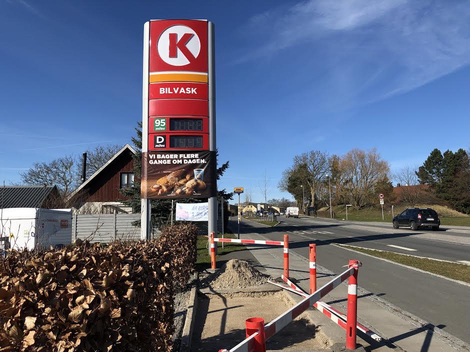 Meget snart kommer der et bus-læskur op at stå ved Circle K. Foto: AOB