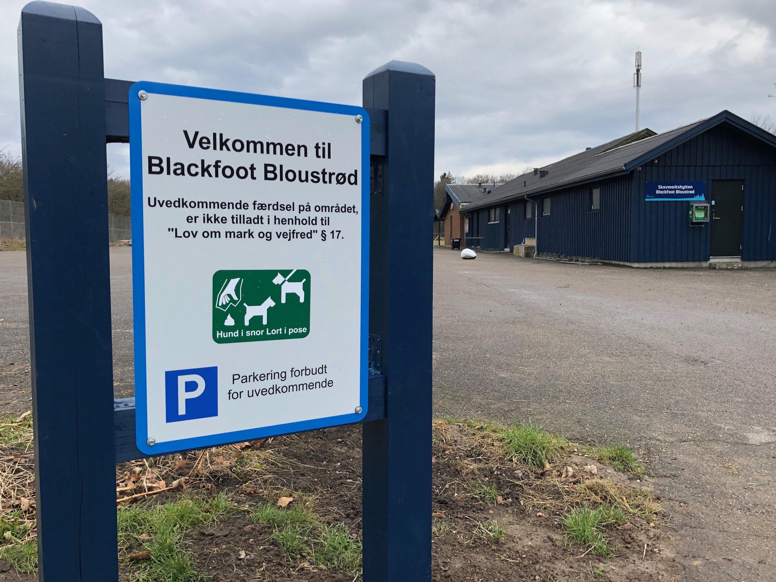 """Michael Timm: """"Hytten og grunden tilhører Blackfoot Bloustrød spejdergruppen, og ikke Allerød Kommune. Henvisningen til §17 på skiltningen, er efter anbefaling fra myndighederne."""" Foto: AOB"""