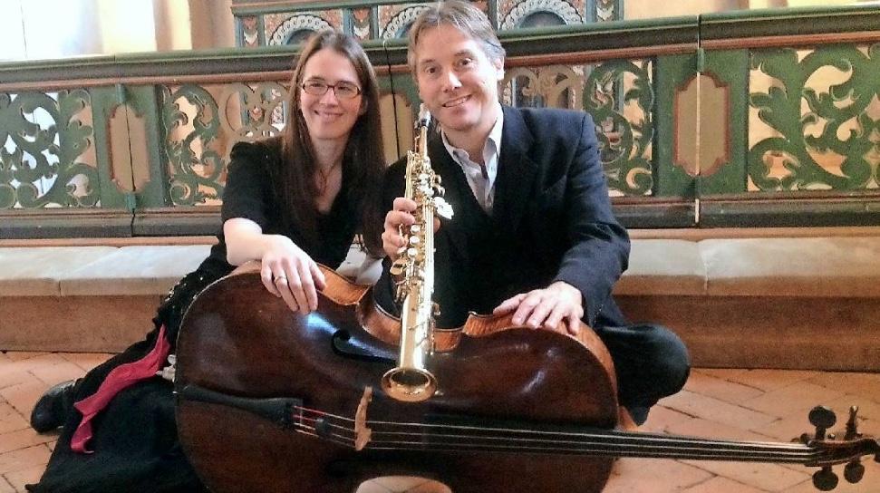 Duo Adore består af cellist Therese Adorján Ankjær og saxofonist Per Egholm og er en ny dansk duo. Pressefoto