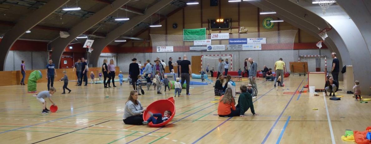 Også i dag var der rigtig mange børn, som tumlede rundt i Blovstrødhallen. Foto: Poul Møller Hansen