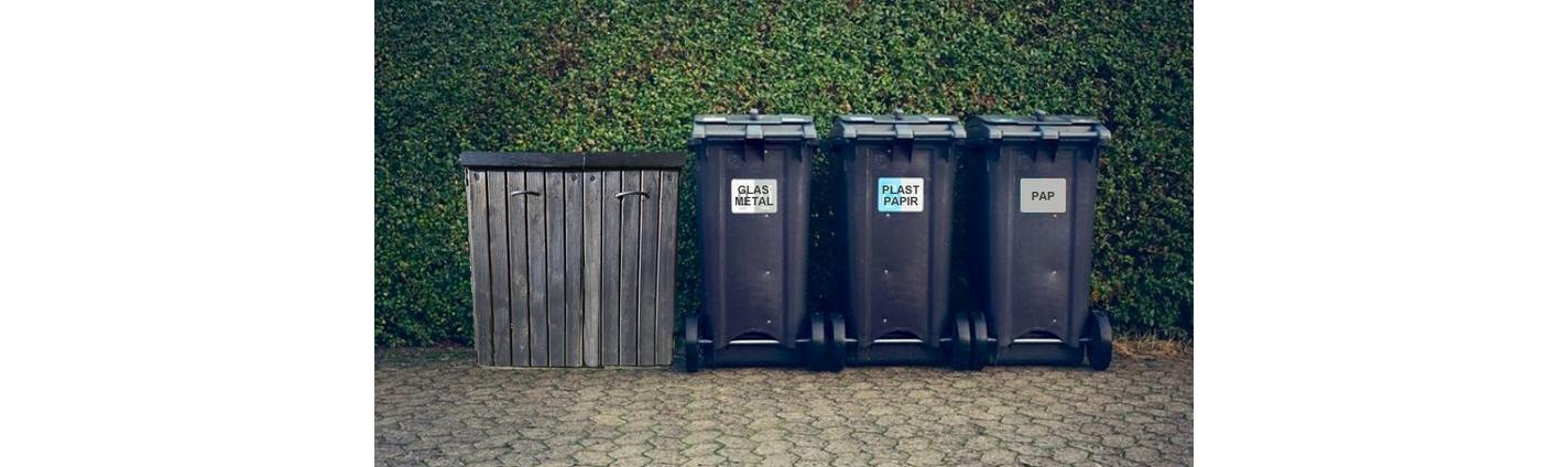Vores kommune er nu et stort skridt nærmere grøn sortering af affald. Ved eenfamilieboliger, kan opstillingen bestå af i alt fem enheder. Men kønt bliver det ikke. Foto-manipulation: AOB
