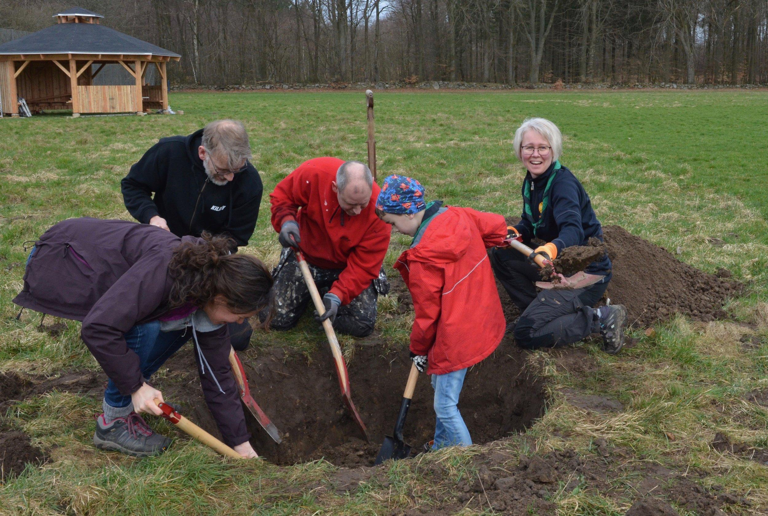 Der blev gravet rigtig meget på spejdergrunden her i formiddags - hvad mon der skal ske? Foto: AOB
