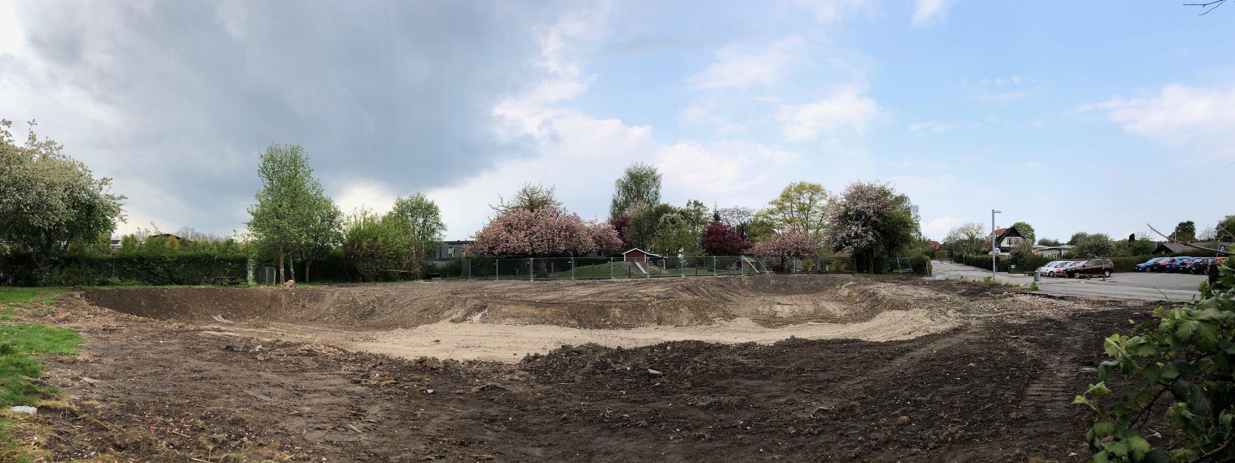 Den gamle institution er allerede revet ned, og der er nu klar til det nye børnehus Bøgelunden. Det forventes, at arbejdet på selve grunden starter op lige efter sommerferien og afsluttes medio 2020. Foto: AOB