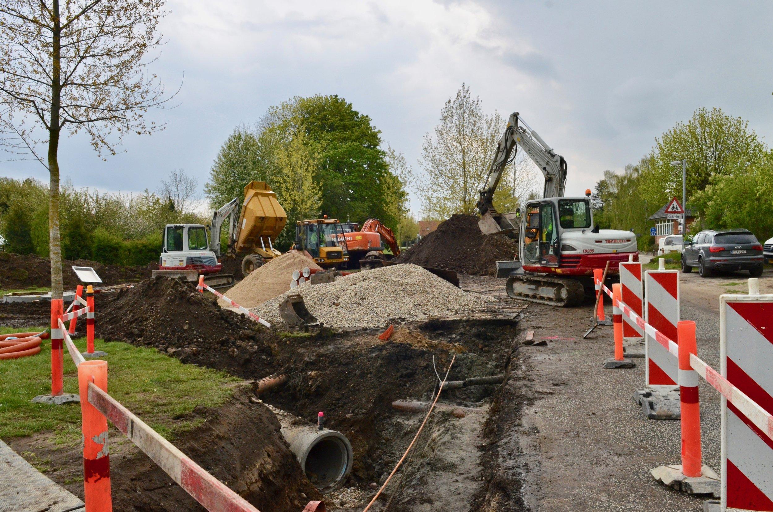 Frem til september etableres der en ny regnvandskloak på dele af Kærvej og Blovstrød Allé samt hele Byagervej. Foto: AOB